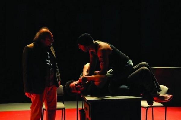Bir tiyatro fenomeni: Yastık Adam