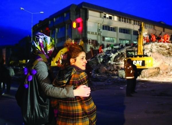 Van'da depremzedeler kaderlerine terk edildi