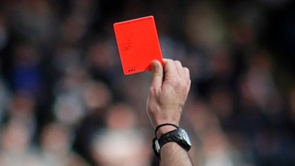 Futbol Federasyonu'na kırmızı kart