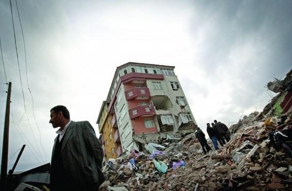 Deprem sonrası Van'a hırsızlar dadandı