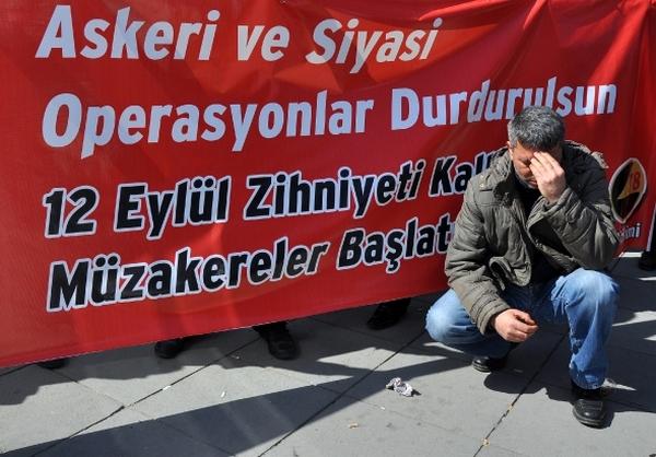 12 Eylül askeri darbesini yapmakla suçlanan Kenan Evren ve Tahsin Şahinkaya'nın yargılanacağı dava Ankara 12. Ağır Ceza Mahkemesi'nde başladı.