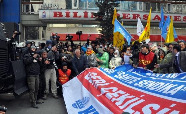 4+4+4 yasa teklifini protesto eden KESK'lilere polis müdahale etti.