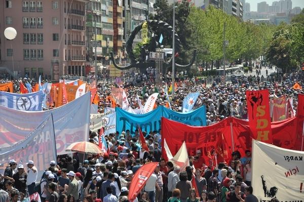 Taksim'deki polisin aksine Başkent alanlarında 1 Mayıs'ın sahibi olan emekçiler vardı.