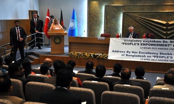 Bangladeş Başbakanı Sheikh Hasina, Ankara Üniversitesi Cebeci Yerleşkesi'nde bulunan ATAUM'da \