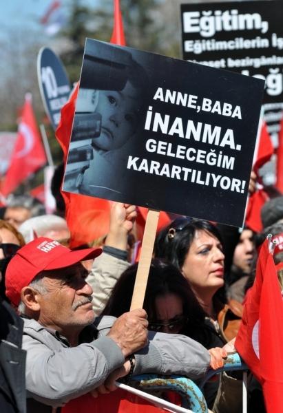 CHP Genel Başkanı Kemal Kılıçdaroğlu, partisinin grup toplantısını Tandoğan Meydanı\'nda düzenledi.