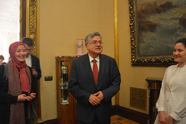 Program dernekte yapılan Gala Yemeği ile sonlanırken, Türkiye Cumhuriyeti Moskova Büyükelçisi Hüseyin Diriöz'ün daveti üzerine, gazeteciler Türkiye Cumhuriyeti Moskova Büyükelçiliğinde ağırlandı. Hüseyin Diriöz'le çekilen hatıra fotoğrafı sonrası katılımcılar Moskova'dan ayrıldı.