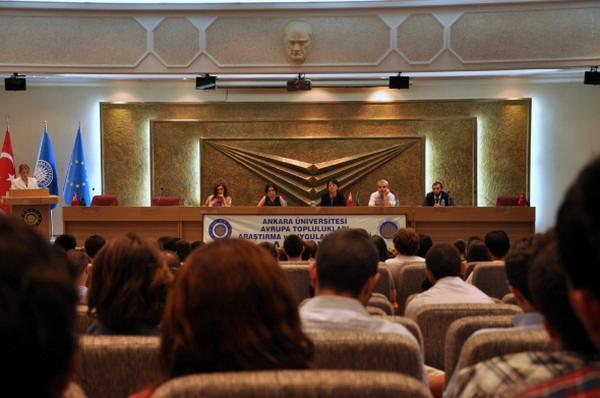 Ankara Üniversitesi İletişim Fakültesi\'ne 2012 yılında giriş yapan öğrenciler için Uyum dersi kapsamında fakülte tanıtımı gerçekleştirildi.
