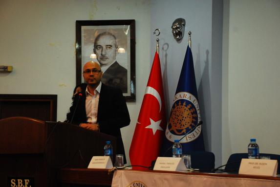 Topluluğun Danışman Hocası Yrd. Doç. Dr. Barış Övgün, Cumhurbaşkanı Gül açıklaması yapıyor. (Fotoğraf: Alkan Uçarsu)