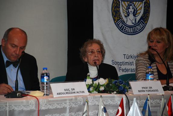 Prof. Dr. Berrin Yurdadoğ konuşurken.