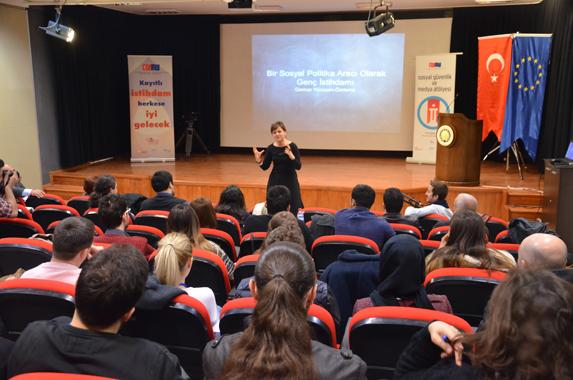 Prof. Dr. Gamze Yücesan Özdemir (Fotoğraf: Ozan Çepni)