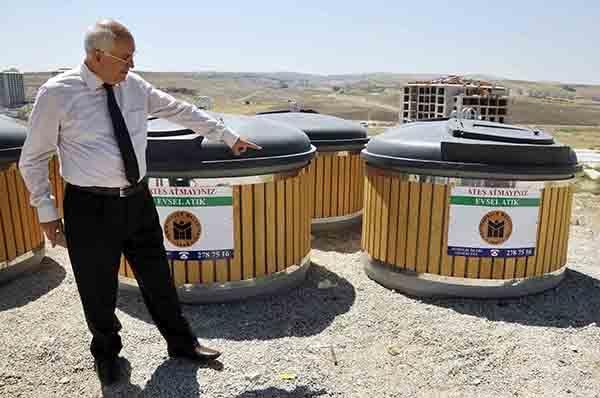 Yeraltı çöp konteyner uygulamasına ilk geçen belediyeler arasında Yenimahalle de yer alıyor.