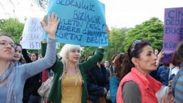 """Ankaralı kadınlar: """"Kürtaj haktır, Uludere katliam"""""""