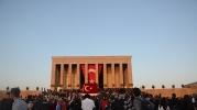 Anıtkabir gün boyu ziyaretçi akınına uğradı