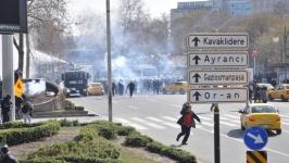 Polis, Berkin Elvan uğurlamasını gaza boğdu