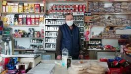 """Kırk yıllık Yıldız Bakkaliyesinin sahibi Özdem: """"Dükkana giren parası olmasa bile boş gönderilmez"""""""
