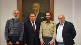Kore Gazisinin oğlu Prof. Dr. Kumbasar'dan İLEF'e teşekkür ziyareti