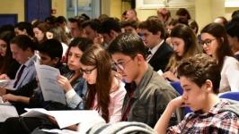Türkiye gençliği: Özgürlük istiyor, yurtdışı hayali kuruyor, torpilden şikayetçi